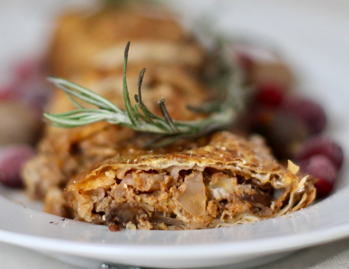 Festive strudel with cabbage, mushrooms and lentils(Vegetarian)