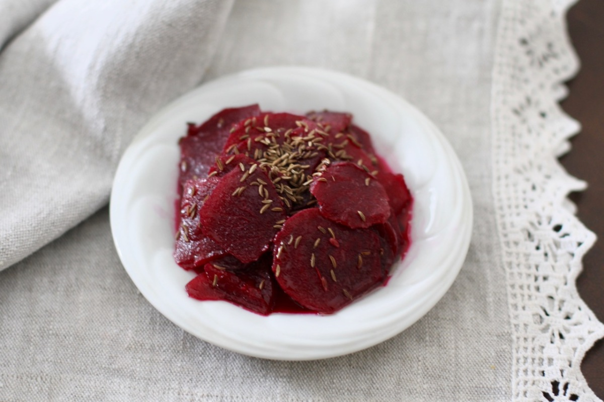 Beet salad with caraway seeds