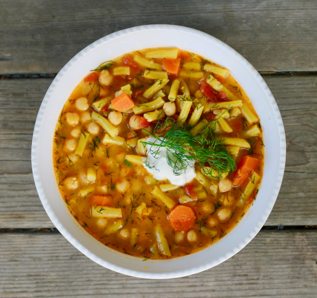 Hungarian summer bean soup with dill