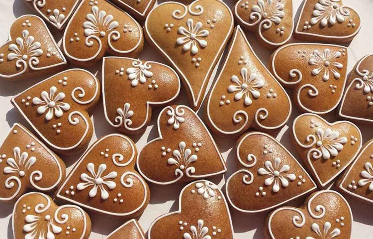 History of spiced heart honey cookies (no recipe)