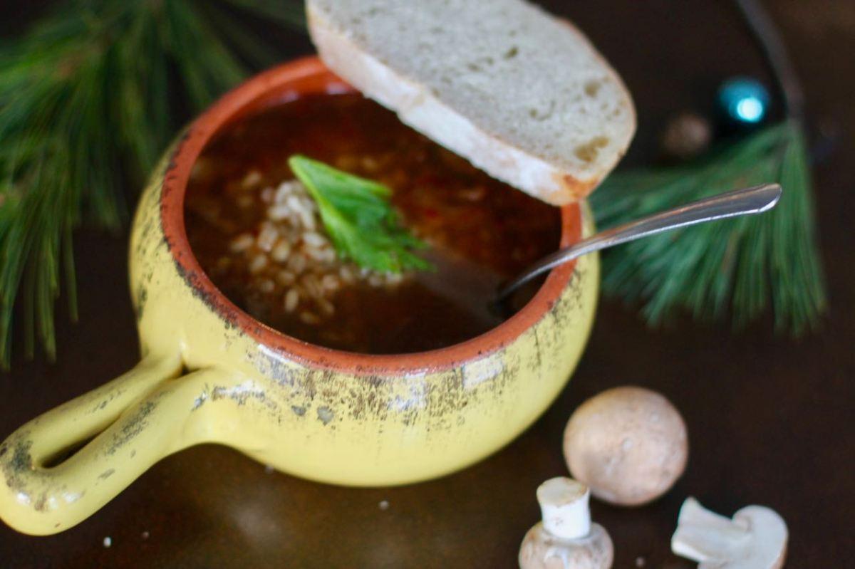 Russian sauerkraut Mushroom Soup  (Щи) –vegan
