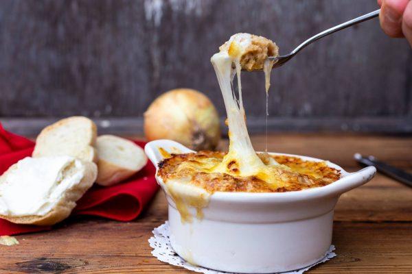 French Onion Soup (soupe àl'oignon)