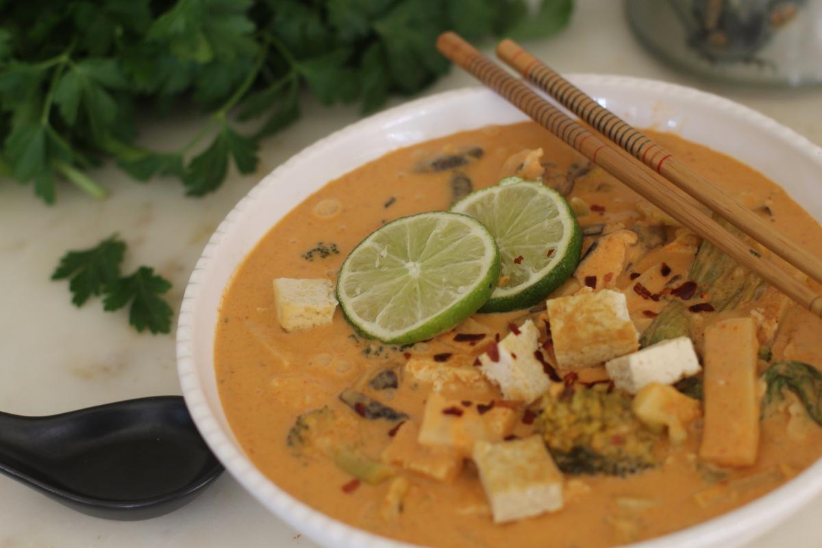 Tofu with thai red curry sauce(vegan)